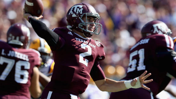 Manziel throws against the LSU Tigers at Kyle Field on October 20.