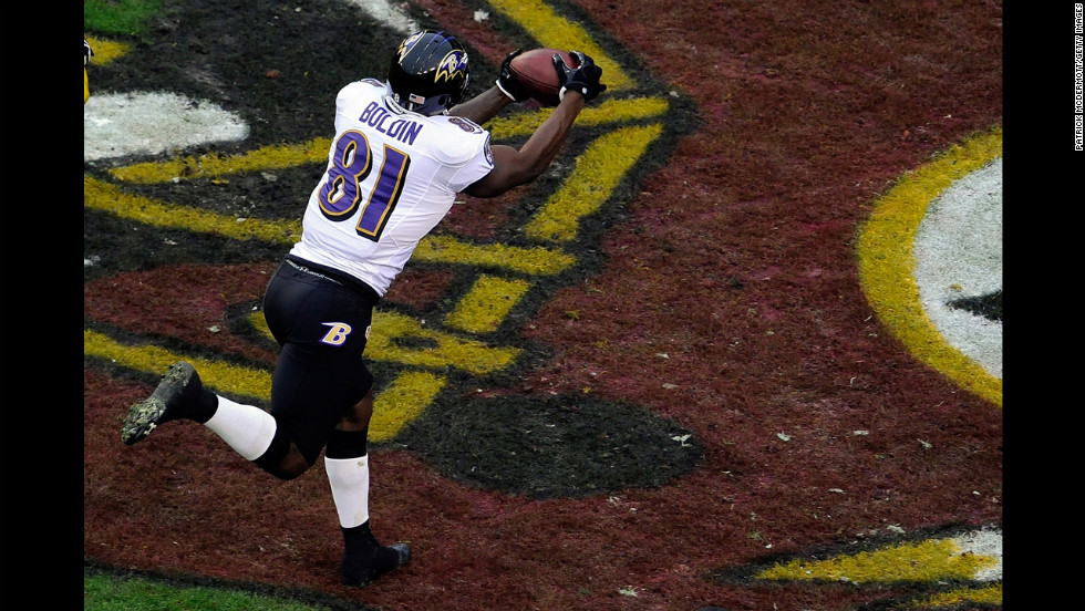 Anquan Boldin of the Ravens catches a pass for a touchdown in the first quarter on Sunday.