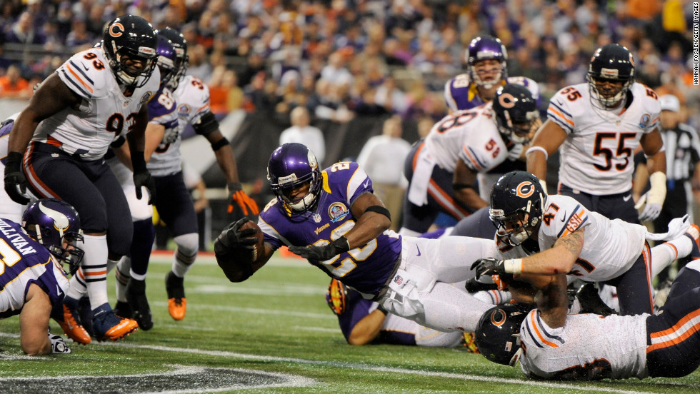 Vikings running back Adrian Peterson scores a touchdown during the first quarter against the Bears on Sunday.