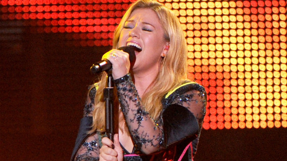 The newly engaged Kelly Clarkson