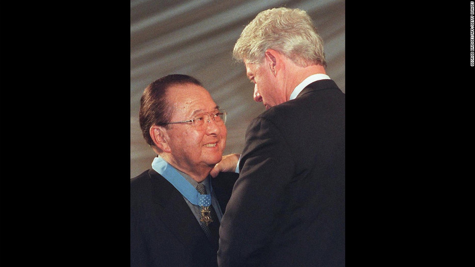 Former U.S. President Bill Clinton, right, congratulates Inouye after awarding him the Congressional Medal of Honor on June 21, 2000, at the White House.