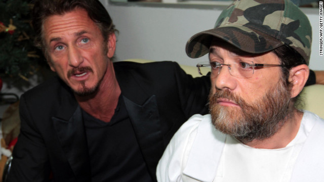 Jacob Ostreicher, right, is accompanied by actor Sean Penn during a press conference December 12 in Santa Cruz, Bolivia.