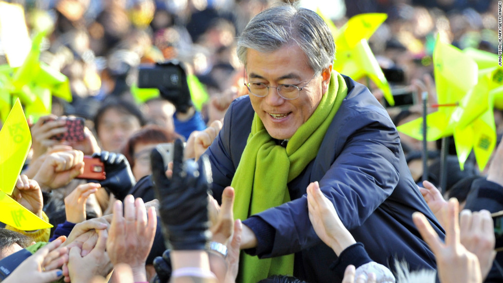 South Korea's presidential candidate Moon Jae-in of the opposition Democratic United Party greets supporters during his election campaign in Seoul, a day before the voting began.
