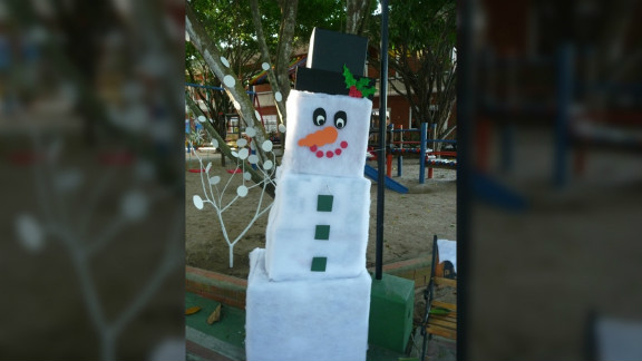 """<a href=""""http://ireport.cnn.com/people/Statham"""">Sarah Tatham</a> is a Canadian living in Barranquilla, Colombia. This picture of a cardboard snowman reflects her longing for home during Christmas. """"I love living in the tropics, but at this time of year I really miss seeing the lights and snow, and seeing the hustle and bustle as people buy their gifts,"""" she said."""