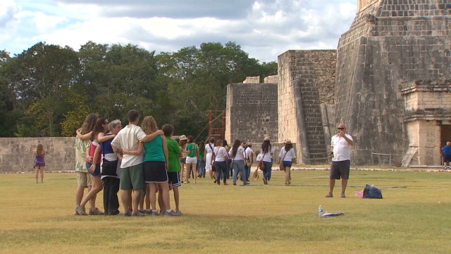 Tourists pack Mexico for Mayan 'doomsday'