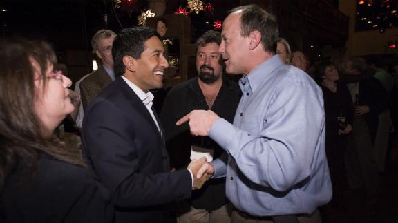 Walton, right, and Dr. Sanjay Gupta, CNN