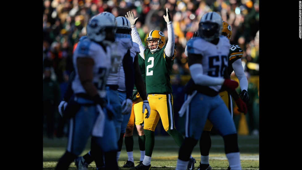 Mason Crosby of the Packers celebrates a field goal against the Titans on Sunday.