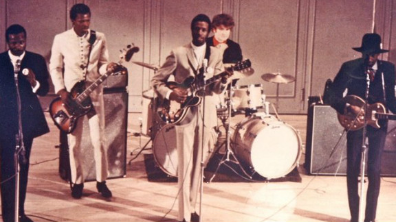 With The Chambers Brothers, Lester shared the stage with Jimi Hendrix and Janis Joplin, among others.
