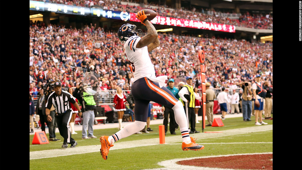 Wide receiver Brandon Marshall of the Bears catches a 11 yard touchdown reception against the Cardinals on Sunday.