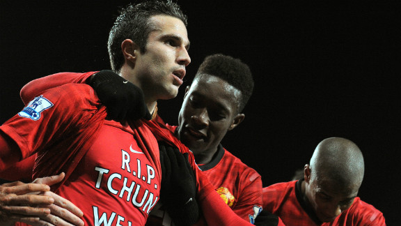 Substitute Robin van Persie (L) celebrates after sealing Manchester United
