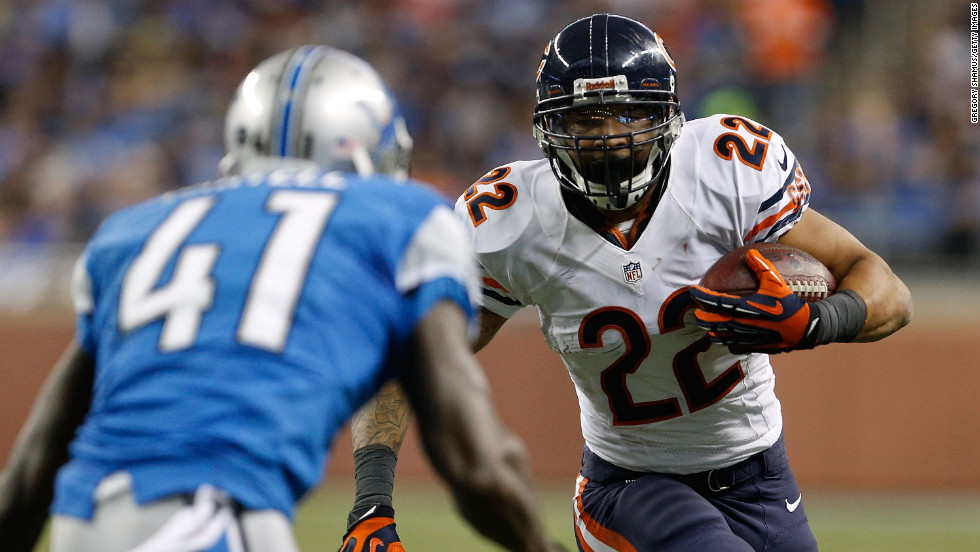 Matt Forte of the Chicago Bears looks for running room during a second quarter run on Sunday.