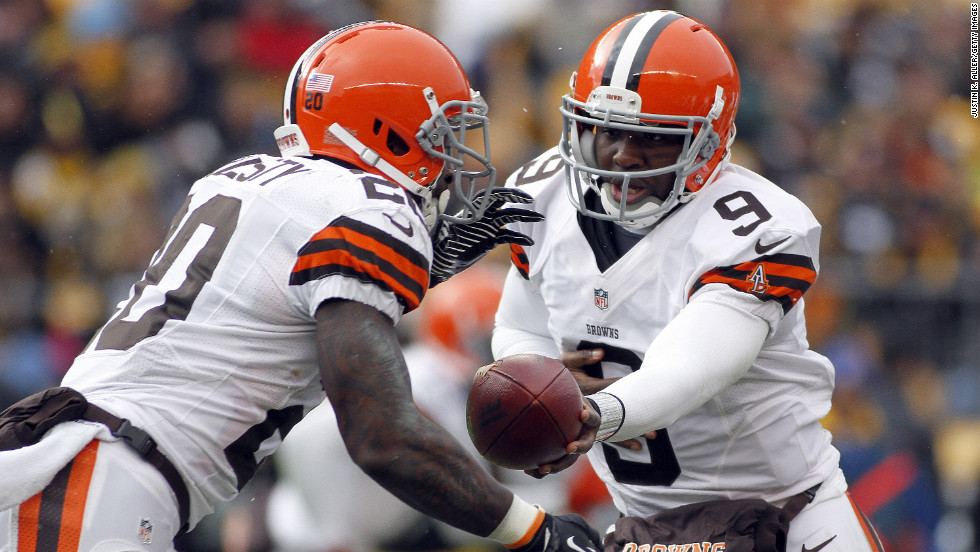 Thad Lewis of the Cleveland Browns hands off to Montario Hardesty against the Pittsburgh Steelers on Sunday.