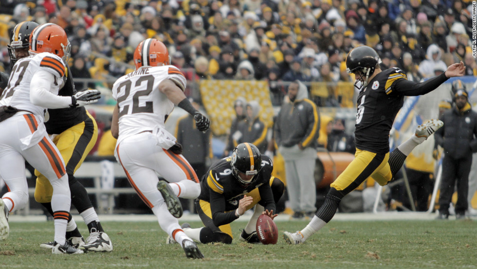 Shaun Suisham of the Pittsburgh Steelers kicks a field goal in the first half against the Cleveland Browns on Sunday.