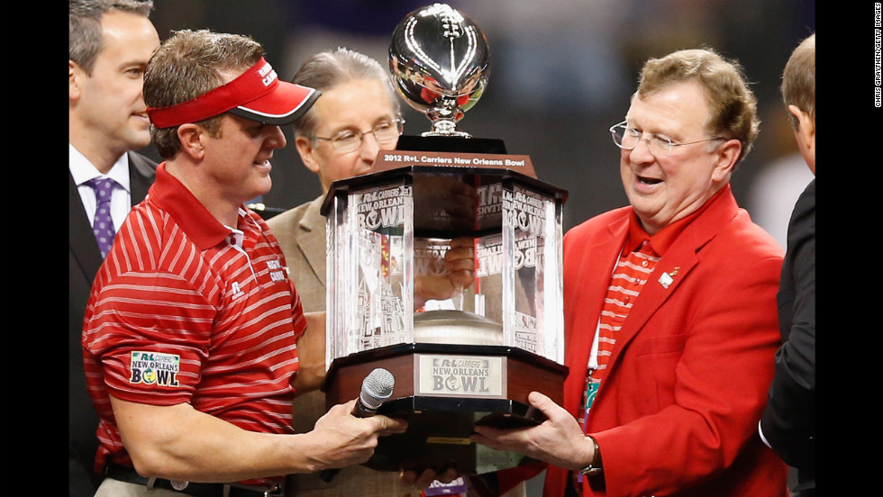 Ragin Cajuns head coach Mark Hudspeth celebrates after defeating the East Carolina Pirates 43-34 on December 22.