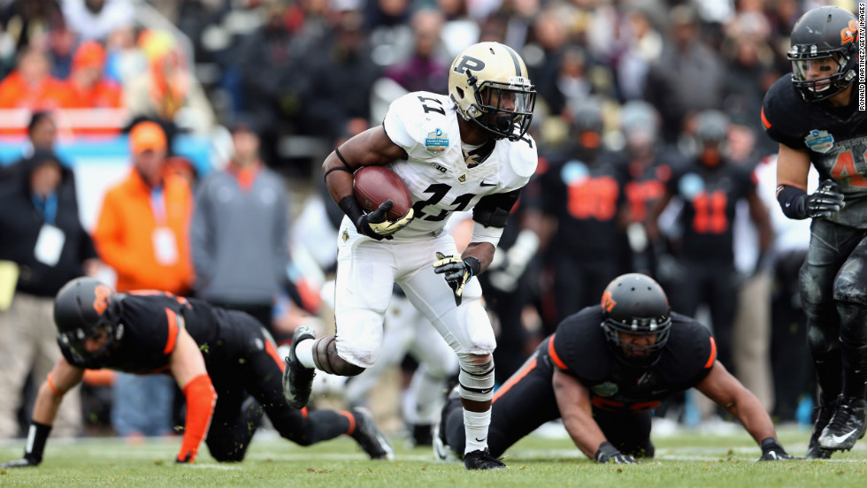 Akeem Hunt of the Purdue runs the ball against Oklahoma State on Tuesday.