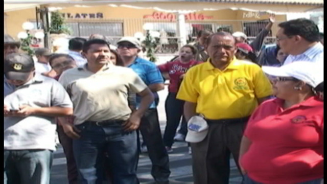 cnnee sandoval honduras salary protests _00004706