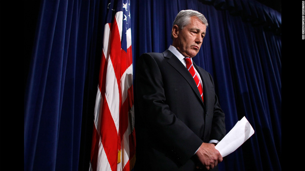 Hagel holds a September 2007 news conference to reintroduce an amendment to the Defense Authorization Bill.