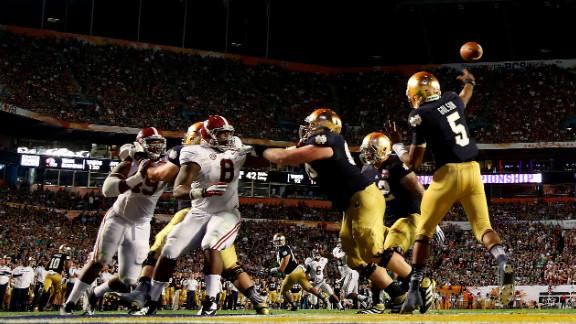 Notre Dame quarterback Everett Golson throws a pass against Alabama.