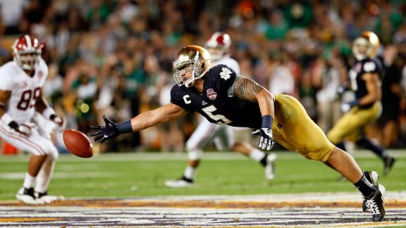 Notre Dame linebacker Manti Te'o tries to make a play against Alabama.