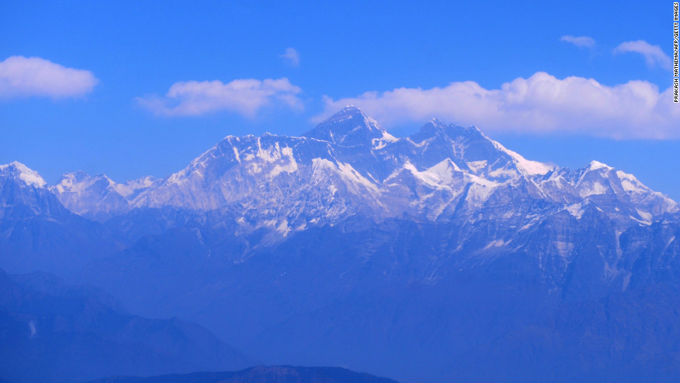 A picture taken on February 6, 2012 shows an aerial view of the Mount Everest range, some 140 km (87 miles) northeast of Kathmandu.