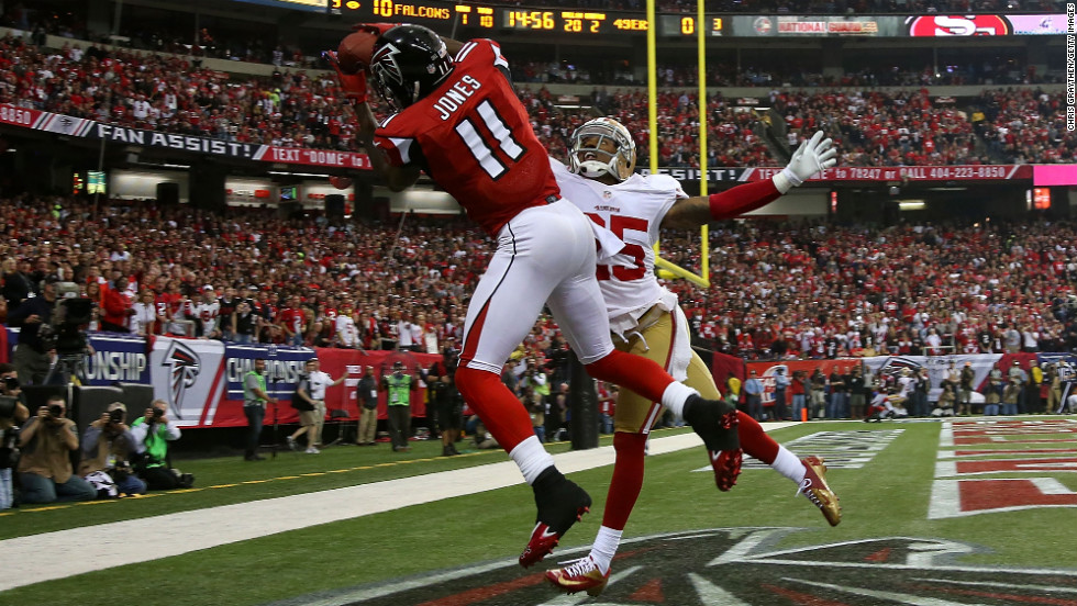 Julio Jones of the Atlanta Falcons catches a 20-yard touchdown against Tarell Brown of the San Francisco 49ers.