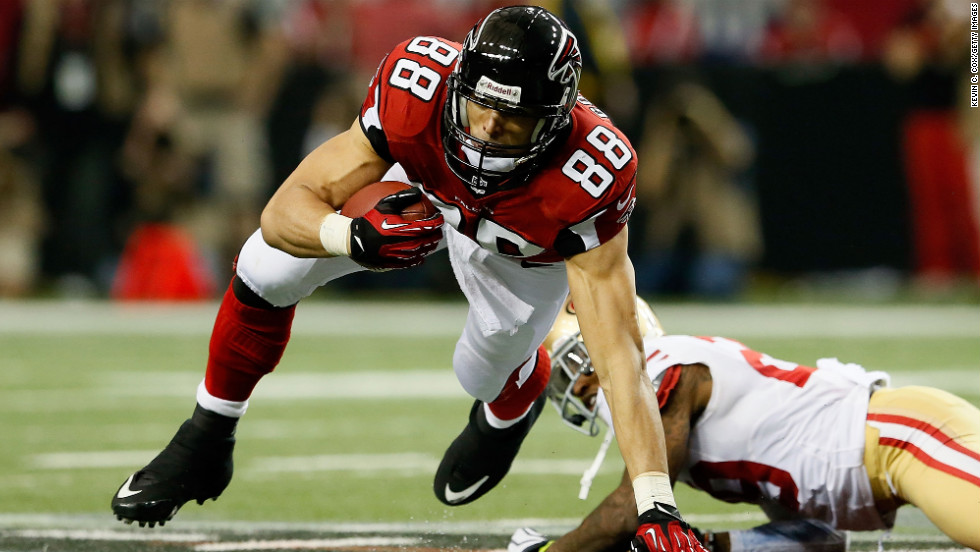 Falcons tight end Tony Gonzalez makes a catch against Chris Culliver of the 49ers.