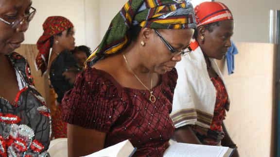 Women worship during a Shabbat service. (Courtesy: Chika Oduah.)
