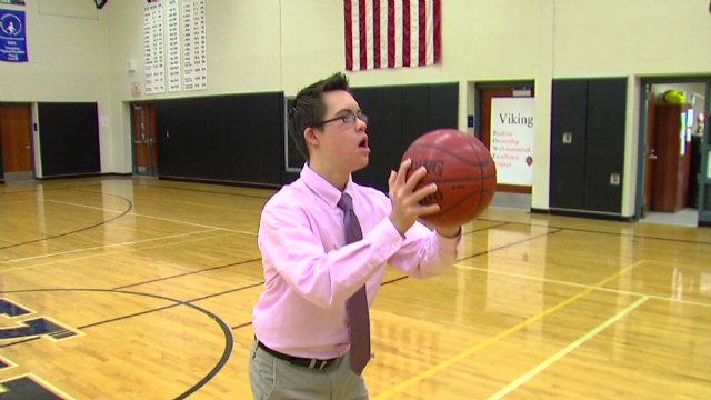 mi down syndrome student makes three pointers_00000313.jpg