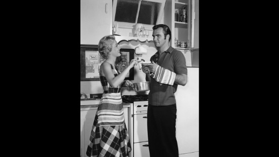 Reynolds spends time with actress Lori Nelson circa 1959.