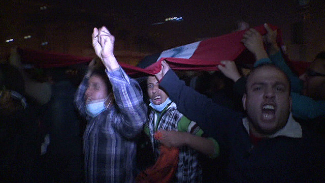 Thousands flood Tahrir Square in protest