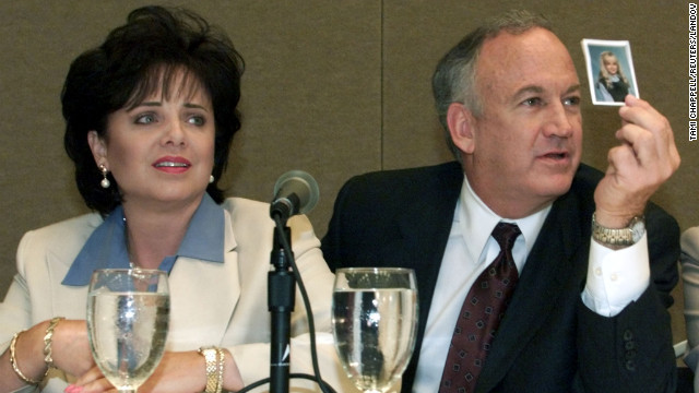 Patsy and John Ramsey show a picture of Jon Benet Ramsey during a press conference in Atlanta on May 24, 2000.