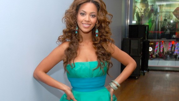 """2006: Beyonce admits to using the Master Cleanse, a concoction of hot water, lemon juice, maple syrup and cayenne pepper, to shed 20 pounds for """"Dreamgirls."""""""
