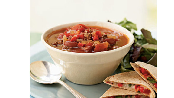 """Cook a flavorful pot of chili in just 40 minutes for a quick, filling dinner that's only 261 calories per serving. The recipe easily doubles if you're expecting more guests. <strong>Try this recipe:</strong> <a href=""""http://www.myrecipes.com/recipe/beef-beer-chili-10000001654649/"""" target=""""_blank"""" target=""""_blank"""">Beef and beer chili</a>"""