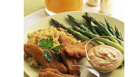 """Baking these 190-calorie chicken strips keeps them low-fat, but the seasoning and bread crumbs create a faux-fried texture. <strong>Try this recipe:</strong> <a href=""""http://www.health.com/health/recipe/0,,10000001097977,00.html"""" target=""""_blank"""" target=""""_blank"""">Smoky chicken fingers</a>"""