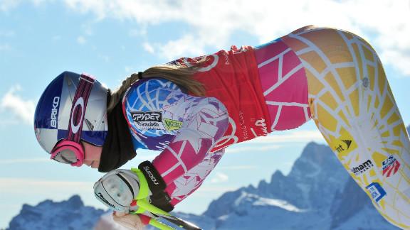 Vonn starts in the FIS World Cup women