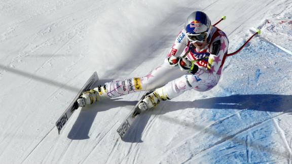 Vonn sprays powder during the Audi FIS Alpine Ski World Cup women