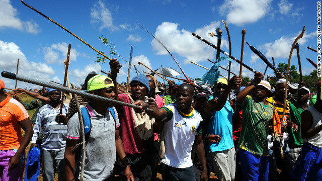 Thousands of striking miners march to the offices of Anglogold Ashanti in Carletonville on October 18, 2012.