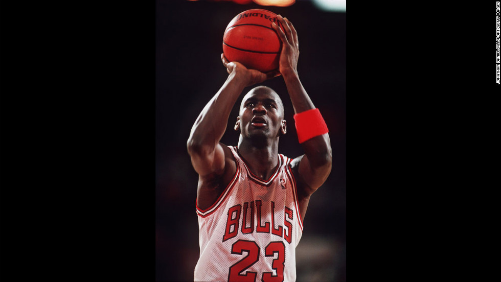 Jordan shoots a free throw in 1988.