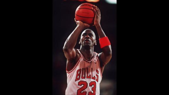 Jordan shoots a free throw in 1988.