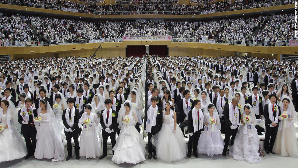 Thousands of couples fill the center.