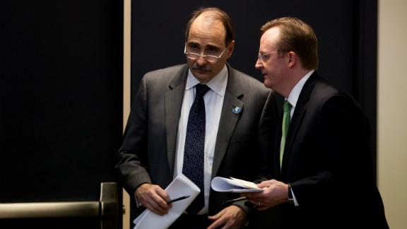 Senior adviser David Axelrod, left, with press secretary Robert Gibbs on December 22, 2010.