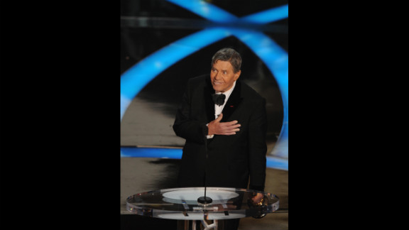 Three-time host Jerry Lewis had to resort to improvisation when he hosted the 1959 Academy Awards alongside Bob Hope, David Niven, Sir Laurence Olivier, Tony Randall and Mort Sahl. The show ended early, leaving Lewis to fill 20 minutes of airtime by bringing stars on stage and making them dance.