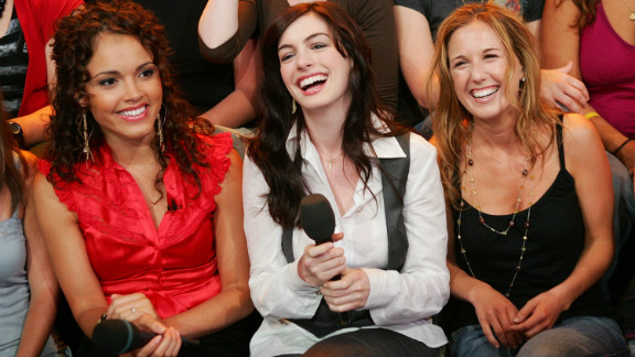 """Hathaway shares a laugh with VJ Susie Castillo, left, and her cousin Meredith Shevory on MTV's """"Total Request Live"""" in 2006."""