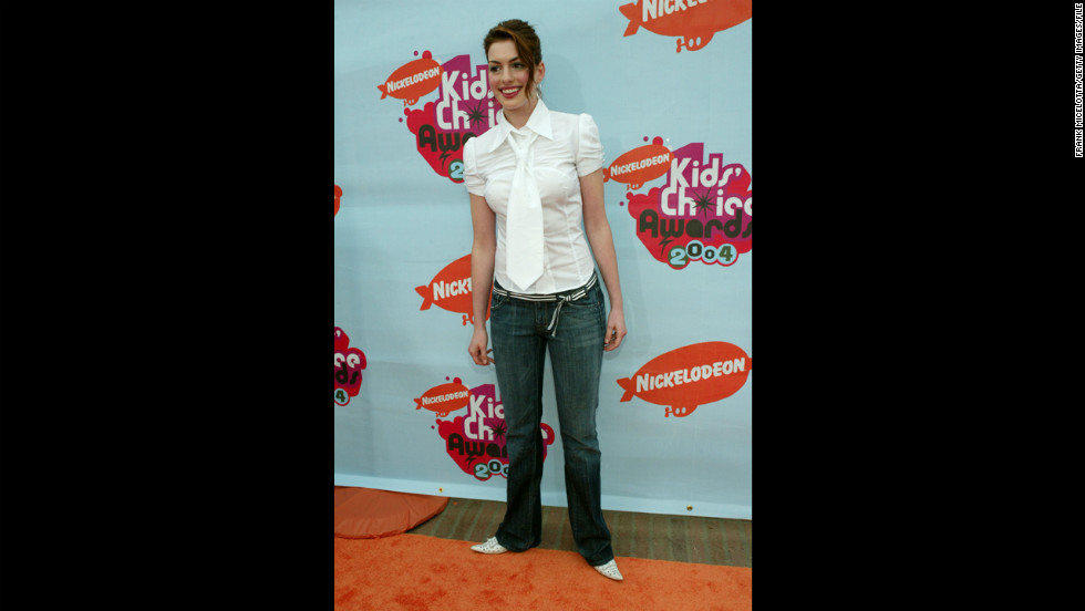 Hathaway attends the Nickelodeon Kids' Choice Awards in April 2004 in Westwood, California.