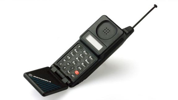The Motorola MicroTAC Classic was released in 1991 and modeled after the MicroTAC 9800x, which came out in 1989. It was a precursor of the flip phones that would come later.
