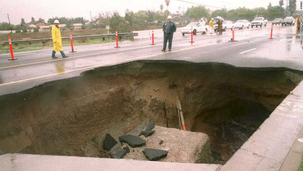 Corvettes fall into sinkhole at National Corvette Museum - CNN