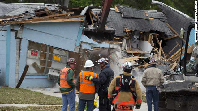 House above sinkhole is demolished
