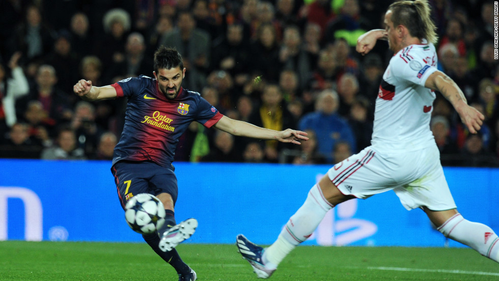 David Villa curled home Barca's third on 55 minutes to put his side into the lead for the first time overall in the tie. The striker latched onto Xavi's delicate pass before bending the ball into the far corner.