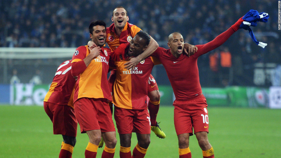 With Schalke pushing forward in search of a winner, Galatasaray hit its opponent on the break with Umut Bulut racing clear to finish at the second attempt and send the Turkish side into the last eight thanks to a 3-2 win on the night and a 4-3 aggregate victory.