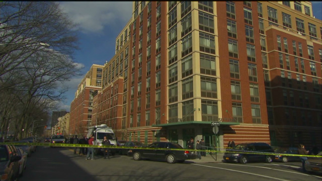 Mom dies, baby survives 8-story fall